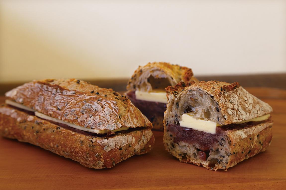 趣向を凝らしたこだわりパンと もうひとつのお目当ては…♡