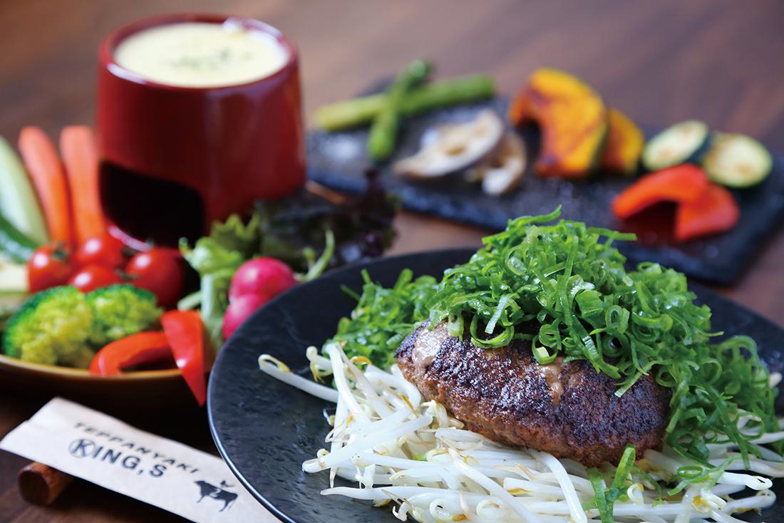 肉の旨みがぎゅっと詰まった甲州牛100%のハンバーグ